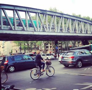 Rouler à vélo à Paris demande un minimum d'expérience (et de courage)
